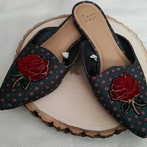 A New Day Red Rose Design Mule Shoes Size 7